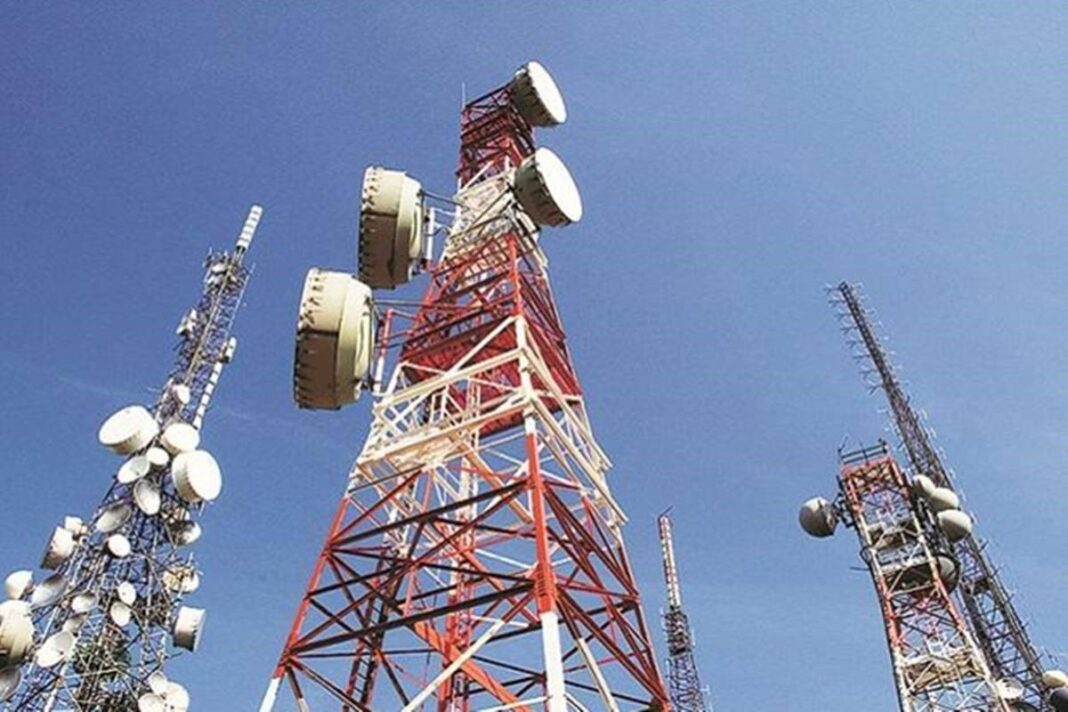 Protesting Farmer groups cut power supply of 1,300 Jio towers