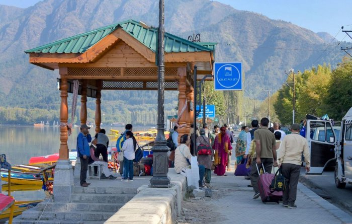 Good News For Kashmir - Tourists Started After The Onset Of Snowfall