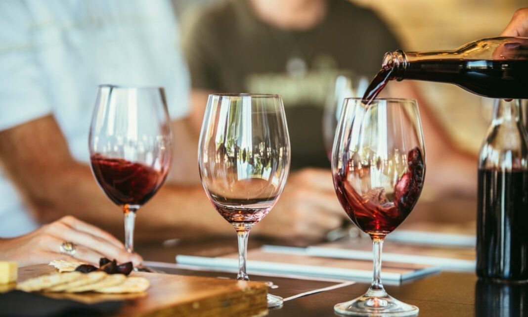 Your social network is related to your drinking habits, says new study