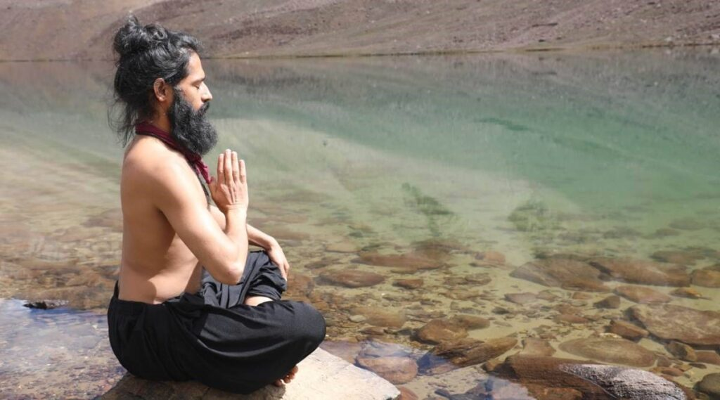 Staying fit: A beginner's guide to mirror gazing meditation