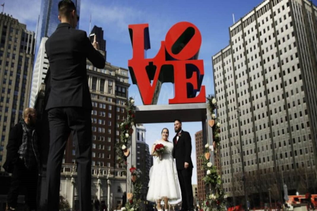 Pop artist Robert Indiana's estate to preserve his iconic 1960s 'LOVE' series